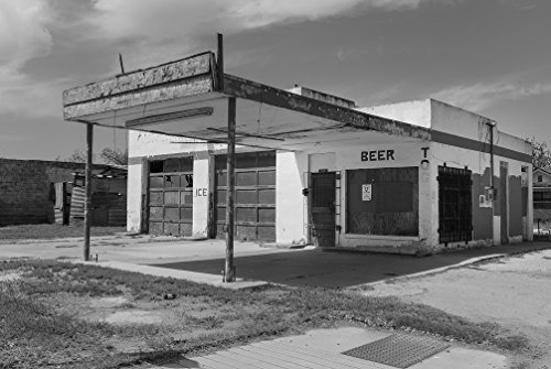 18 X 24 B W Photo Of Even Its Beer And Ice Trade Didnt Save This Old Gas Station In Carrizo Springs  Texas 2014 Highsmith 92A