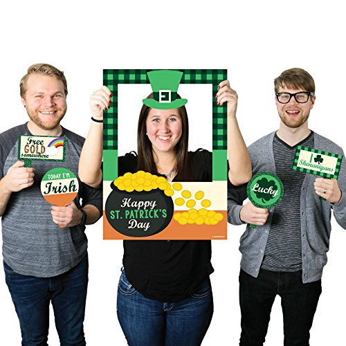 Big Dot of Happiness St. Patrick's Day - Saint Patty's Day Party Selfie Photo Booth Picture Frame & Props - Printed on Sturdy Material