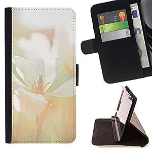 For Motorola Moto E ( 1st Generation ) Case , Flor de la flor blanca del campo del verano- la tarjeta de Crédito Slots PU Funda de cuero Monedero caso cubierta de piel
