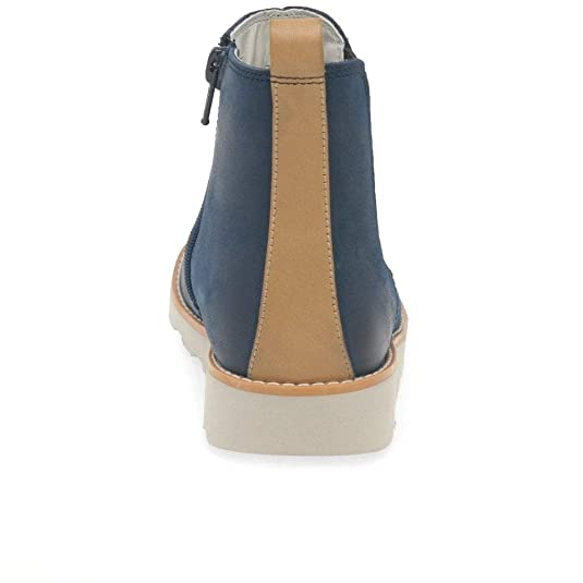 12d2c84887 Clarks Crown Halo Boys Junior Leather Chelsea Ankle Boots 13.5 G Navy:  Amazon.co.uk: Shoes & Bags