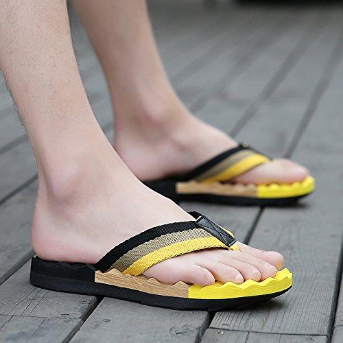 Xing Lin Sandalias De Hombre Flip-Flops Hombres Verano Wearable Hombres Zapatillas De Playa En Verano, Patinaje Patín Zapatos Tendencias Sandalias Casuales Hombres Black and yellow
