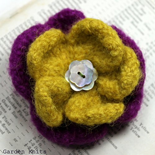 Knitted Felted Flowers (Knitting Pattern Felted Flower Corsage  Vintage Style Brooch)