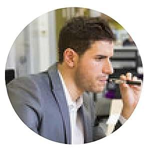 alfombrilla de ratón Un hombre en la oficina de fumar con el cigarrillo electrónico - ronda - 20cm