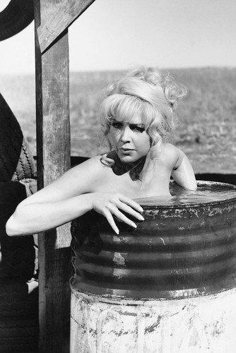 Stella Stevens Ballad of Cable Hogue Bath Tub 24x36 (Cable Hogue Poster)