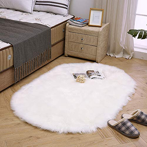 LEEVAN Super Soft Round Rug Faux Fur Wool Oval Carpet Fluffy Shaggy Kids Play Mat Girls Runner Area Rug for Sofa Floor or Living Room Bedroom Accent Home Decorate(White,3ft x 5ft) (Area Round Fluffy Rugs)