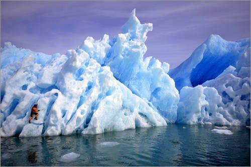 Lienzo 180 x 120 cm: A climber navigating tricky terrain on a blue iceberg off the coast of Greenland. de Keith Ladzinski / National Geographic - cuadro terminado, cuadro sobre bastidor, lámina ter...