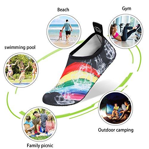 SANMIO Chaussettes de Sport Aquatique de Nager de Surf de Yoga et de Plage Pieds Nus à Séchage Rapide Aqua Chaussettes Slip-on Chaussures d'eau pour Enfants Hommes Femmes Arc-en-ciel mji5P2
