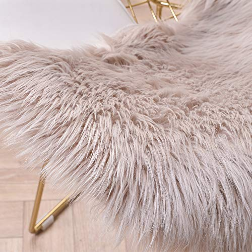 Leevan Sheepskin Rug Faux Fur Rug Supersoft Fluffy Chair