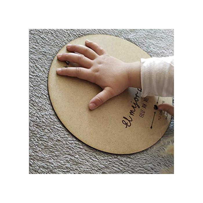 51nAzlgc7vL ⭐ Círculo de madera de 21 cm de diámetro en material DM ⭐ Regalo para personalizar en el que podéis pintar lo que queráis para regalárselo al papá ⭐ Pinta las huellas de manos y pies del recién nacido, o dibujo lo que quieras, si el niño es más mayor, será un recuerdo único para el día del padre