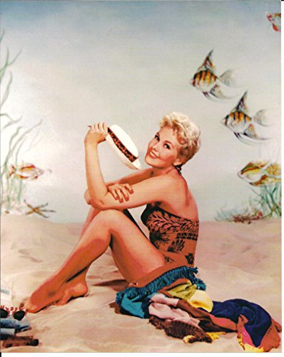 Kim Novak 8 x 10 Photo nice smile in swim suit 002