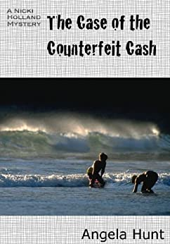 The Case of the Counterfeit Cash (The Nicki Holland Mystery Series) by [Hunt, Angela ]