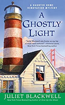 A Ghostly Light (Haunted Home Renovation) by [Blackwell, Juliet]
