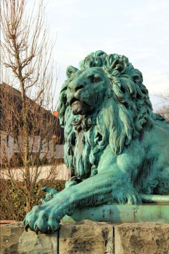 (Statue of a Lion Journal: 150 Page Lined Notebook/Diar)