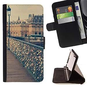 King Art - Premium-PU-Leder-Prima caja de la PU billetera de cuero con ranuras para tarjetas, efectivo Compartimiento desmontable y correa para la mu?eca FOR Apple iPhone 4 4S 4G- Pont Des Arts Lover Lover Heart France