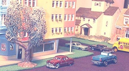 (Detailed Miniature 1950 Ford Coupe N TRAINS)