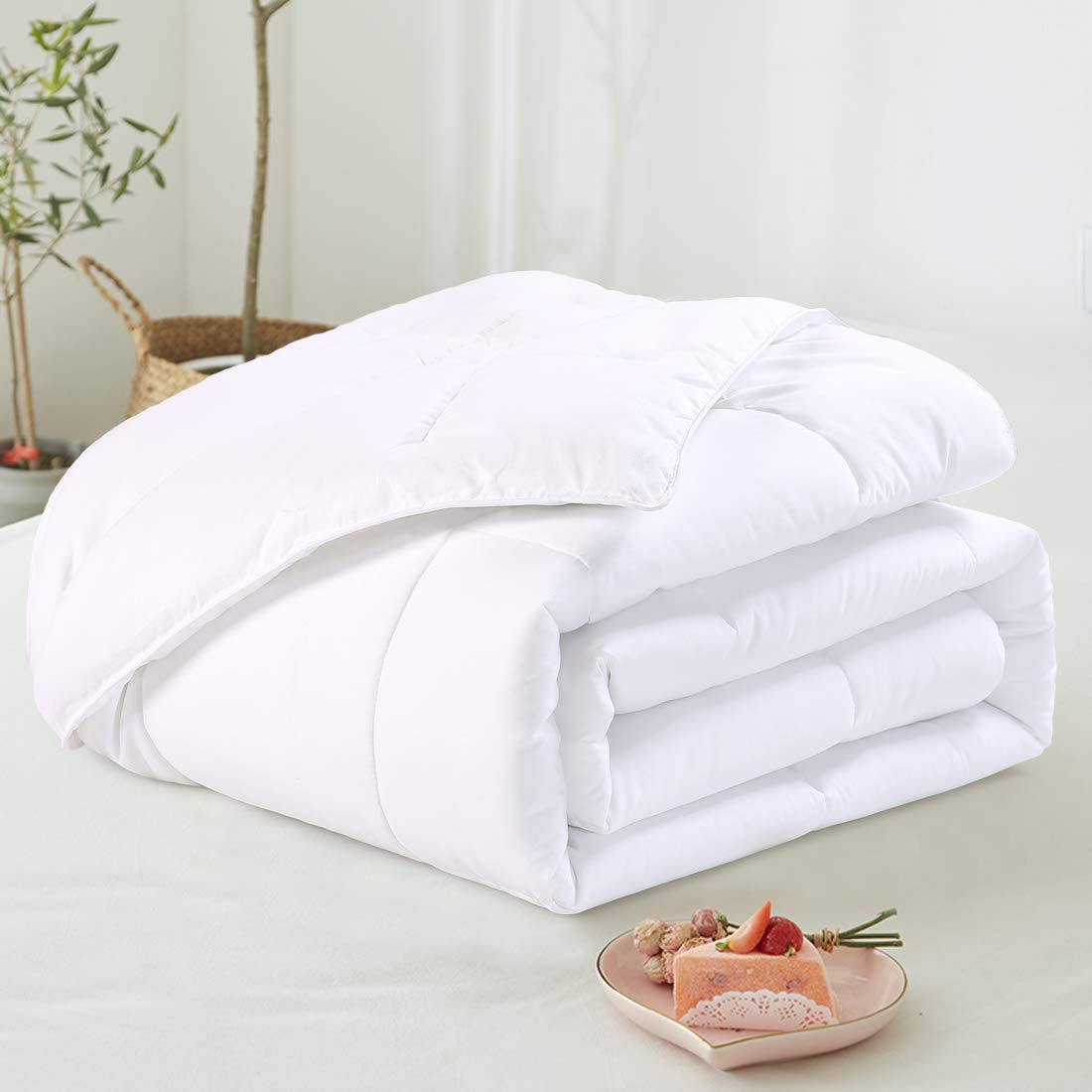 EMONIA Full/Queen Size Comforter for Summer,White Quilted Down Alternative Duvet Insert-Hotel Collection Reversible Hypoallergenic Light and Machine Washable by EMONIA (Image #2)