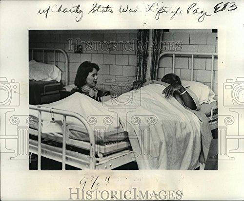 Historic Images 1975 Press Photo Inside the ward at Charity Hospital in New Orleans - noa60566-8.25 x 10 in