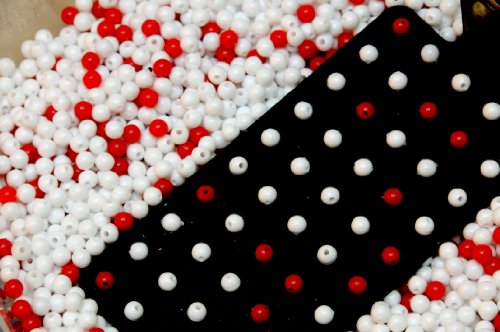 (Deming Red Bead Experiment, 3200 White Beads, 800 Red Beads, Black Metal Paddle, 9 X 9 X 3 Inch Rubbermaid)