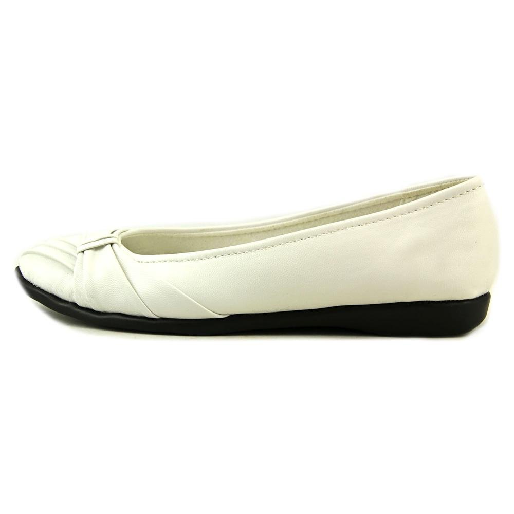 Easy Street Women's Giddy Ballet Flat B00B4RV7TG 6.5 B(M) US|White