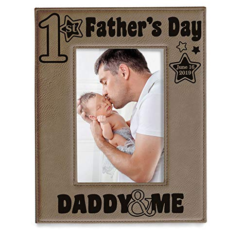 Kate Posh - 2019 First Father's Day Engraved Leather Picture Frame - Daddy & Me, Happy Father's Day, Daddy Gifts from Daughter & Son, 1st from New Baby, New Dad (4x6-Vertical)