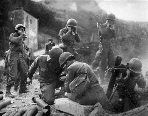 (WWII MORTAR TEAM GLOSSY POSTER PICTURE PHOTO wall decor 2 world war army day)