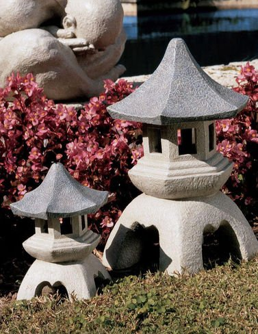 Design Toscano Pagoda Lantern Statue Size: Large High Outdoor Statue