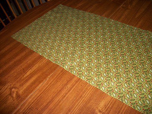 Holly Leaves Berries Winter christmas Olive Green fabric Table Runner ()