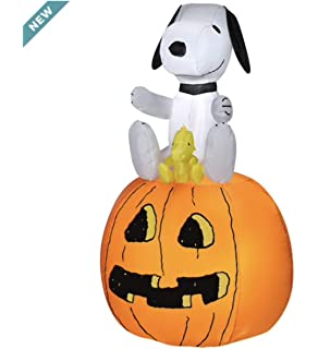 Gemmy 5.5 Airblown Snoopy Halloween House Scene Peanuts Inflatable