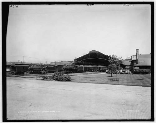 Photo: Train shed,Union depot,buildings,stations,roads,Grand Rapids,Michigan,MI,1900
