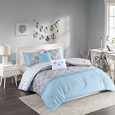 Intelligent Design - Clara -All Seasons Comforter Set -5 Piece - Blue - Geometric Pattern - Full/Queen Size - Includes 1 Comforter, 2 Shams, 2 Decorative Pillows - Ideal For Guest Room - PRODUCT FEATURES -Blue 'Year Round Comforter Set', features damask pattern. Two decorative pillows, featuring embroidered hexagons, provide the finishing touches to complete this set to Clara collection. PACKAGE INCLUDES -1 comforter, 2 standard shams and 2 decorative pillows MEASUREMENTS - Comforter:  90 (W) x 90 (L) inches; 2 Sham: 20 (W) x 26 (L) inches+1 inch flange each; Square Decorative Pillow: 16 x 16 inches; Oblong Decorative Pillow: 12 (W) x 16 (L) inches - comforter-sets, bedroom-sheets-comforters, bedroom - 51nrs6a%2BrUL. SS400  -