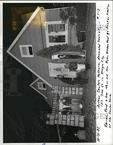 Vintage Photos 1985 Press Photo Arthur Santos's Halloween