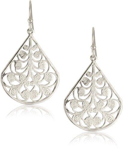 waitress dangling earrings
