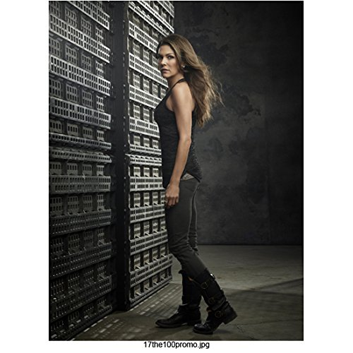 (Paige Turco 8 Inch x 10 Inch PHOTOGRAPH The 100 (TV Series 2014 - ) Body Facing Right Head Turned Left Slender Figure! kn)