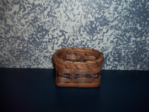 Amish Country Unique Primitive Handmade Business Card Basket. Display Your Business Cards in This Adorable Amish Handmade Basket. Fill the Basket with Rubber Bands, Paper Clips, Bullentin Board Pines, Etc. Tie a Little Bow on It and You've Got a Gift Basket to Give to Your Boss, Co Worker or Friends. Measures 5