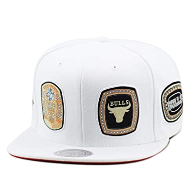 hot sale online a1436 4b5ac Mitchell   Ness Chicago Bulls Snapback Hat Cap White 6 Rings