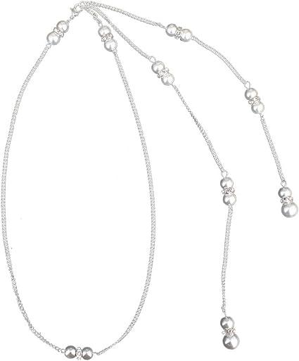 femme nue avec collier de perles