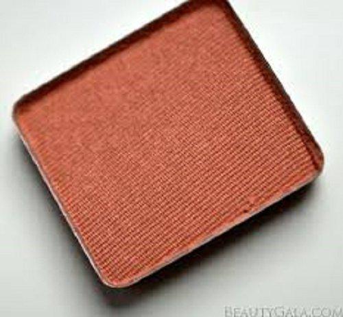 AVEDA petal essence single eye shadow in Lantana 985 (orange) ()