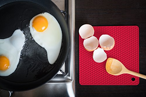Q's INN Silicone Trivet Mats | Hot Pot Holders | Drying Mat. Our 7 in 1 Multi-Purpose Kitchen Tool is Heat Resistant to 440°F, Non-slip,durable, flexible easy to wash and dry and Contains 4 pcs. by Q's INN (Image #4)