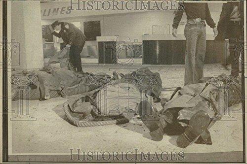 1975 Press Photo LaGuardia Airport Explosion Kills 12 - - Airport Laguardia Images