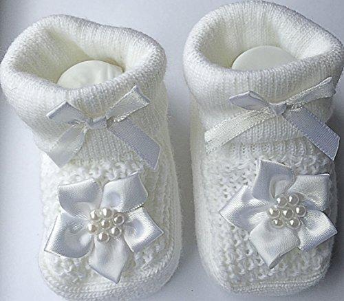 Bébé fille fleur blanc Fancy pour baptême Design chaussons chaussettes & Crochet Heaband–Chiffres en cadeau–0–3mois