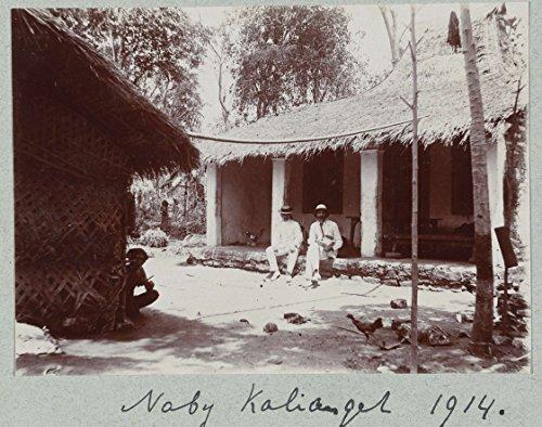 classic-art-poster-twee-mannen-zitten-in-hun-witte-tropenpak-op-de-stoep-van-een-lokale-woning-nabij