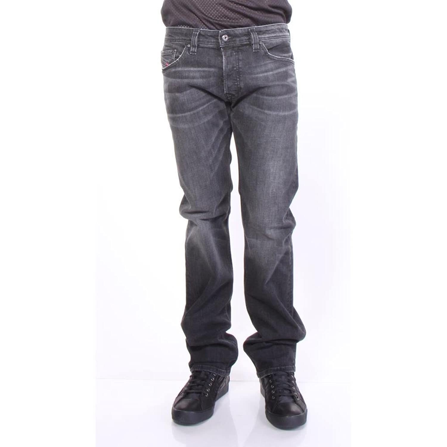 cbc3a52a 95% cotton/4% polyester/1% spandex. Safado jeans, a low waist that\'s  between a tapered and straight fit, relaxed but not loose. Whiskering at  the thigh; ...