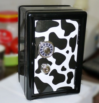 Mini safe piggy bank, a small jewelry box lock(Design of the cow)