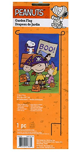 Peanuts Boo Garden Flag]()