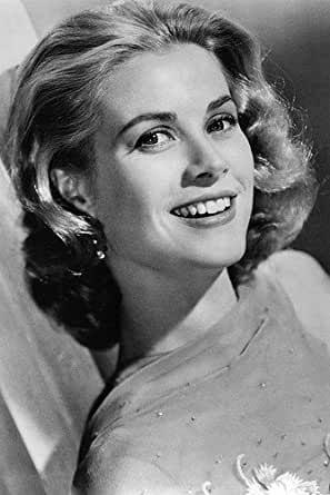 Grace Kelly Beautiful Smiling Pose 24x36 Poster