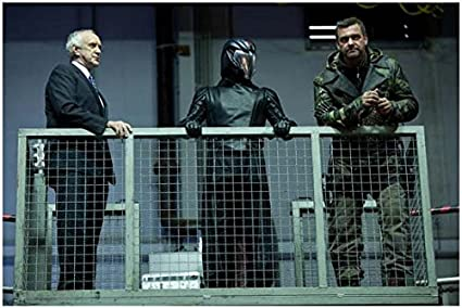 G I Joe Retaliation Jonathan Pryce As President Luke Bracey As Cobra Commander And Ray Stevenson As Firefly 8 X 10 Inch Photo At Amazon S Entertainment Collectibles Store