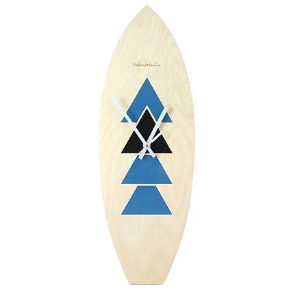 Reloj de madera con forma de tabla de surf