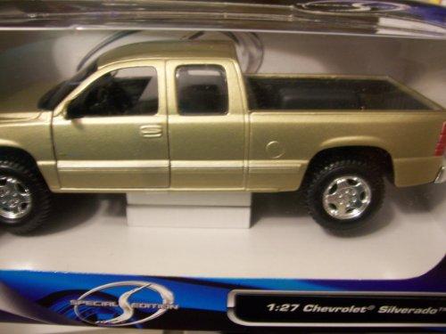 Maisto Special Edition 1:27 Chevrolet Silverado (Light Metallic Gold)
