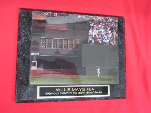 - Willie Mays Famous 1954 World Series Catch Collector Plaque #2 w/8x10 Photo COLORIZED