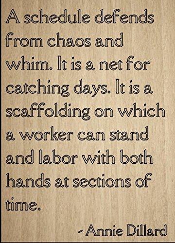 Cita De 'Un Calendario Defiende de caos y Capricho.... POR Annie Dillard, láser grabado en placa de madera–Tamaño:...
